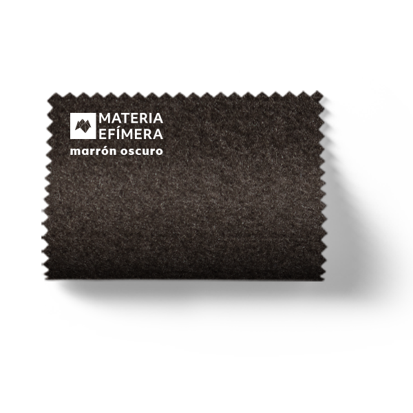 Moqueta ferial marrón oscuro- Muestra moqueta color marrón oscuro-Moquetas de feria tonos marrones-PANTONE Black 7 C-MATERIA-EFÍMERA-STANDS